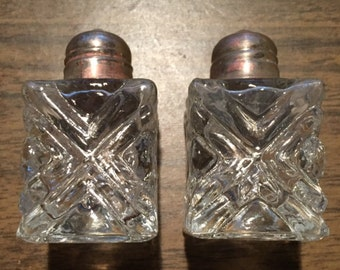 Salt and pepper shakers - Vintage cut glass - small