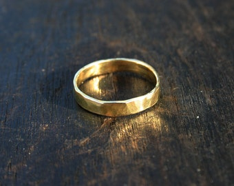 18k gold ring. 18k yellow gold ring. 3mm solid gold ring. Solid gold wedding band Hammered gold ring. Rustic, organic gold band ring Jewelry