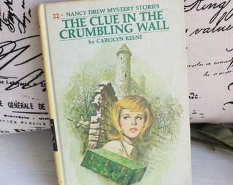 Vintage 1970s Nancy Drew Book / The Clue In The Crumbling Wall / Old Book / Classic Childrens Literature / Carolyn Keene / Mystery Book