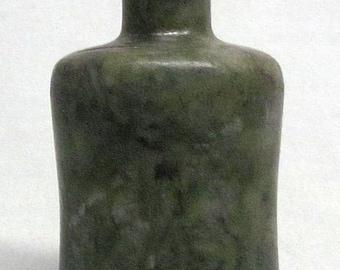 Vintage Chinese Carved Jade Jadeite Snuff Bottle