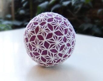 Burgundy-White Hemp Leaf / Asanoha Pattern Temari Ball