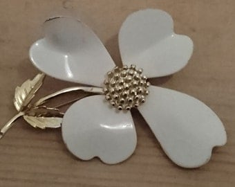 Vintage white flower Sarah Coventry brooch