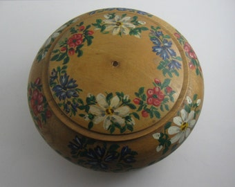 Alpine: Beautiful, old, round, turned wooden box with lid. Painted with alpine flowers. VINTAGE
