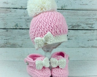 new crochet baby girl pom-pom hat and boots,crochet baby hat and shoes,crochet baby girl photo prop.baby girl crochet set,crochet pink set.