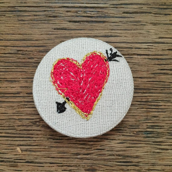 Heart & Arrow badge- linen- stitched