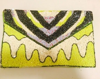 Neon sequence clutch