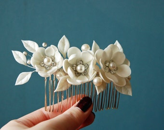 wedding hair comb with white flowers