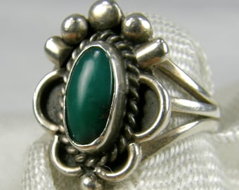 Darling Native American Style 925 Sterling Silver & Green Jasper ring ~ Size 3 1/3