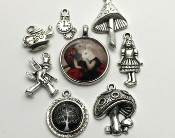 8 Alice in Wonderland collection charms antique silver/  #ENS A 128
