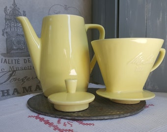 Vintage Melitta coffee Pot & Filter...mid century...Melitta stamped in pale yellow nr 102..6 Cups..Coffee filter...Soft yellow Coffee brewer
