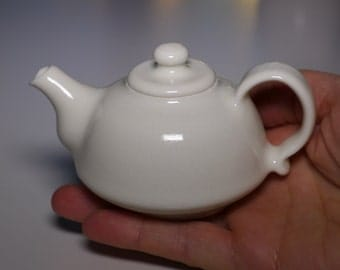 Porcelain teapot, 90 ml