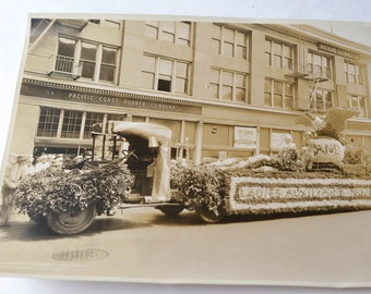 Vintage Parade Photo Ladies Auxiliary Parade Float San Francisco 8 x 10 photo
