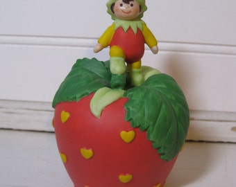 1993 Avon Heart's Delight Bell Series Strawberry Porcelain
