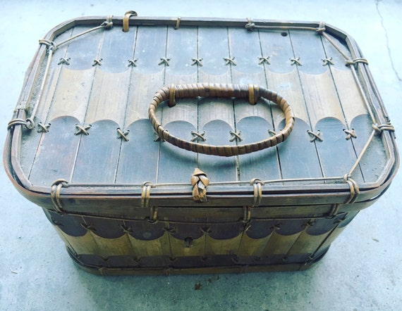 Woven Basket With Hinged Lid : Vintage asian bamboo and woven basket with hinged lid
