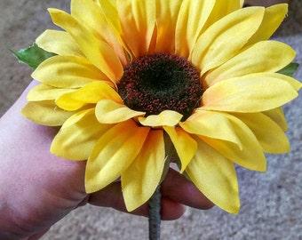 Sunflower boutonniere, wedding boutonniere, summer boutonniere, rustic boutonniere, Single sunflower boutonniere, yellow boutonniere, orange