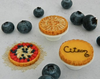 Miniature fruit pies for Hitty (1:8 scale)