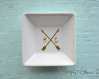 Personalized initials Ring Dish, wedding gift, engagement gift, Jewelry dish, bride to be.