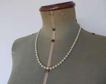 Necklace Graduated Pearl Necklace with Vintage Sterling Silver Emerald Coloured Clasp