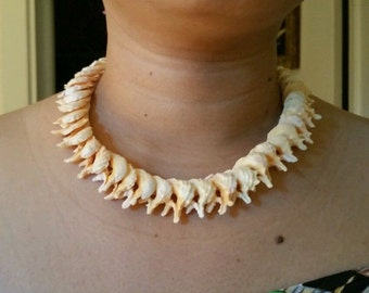Vintage choker shell necklace