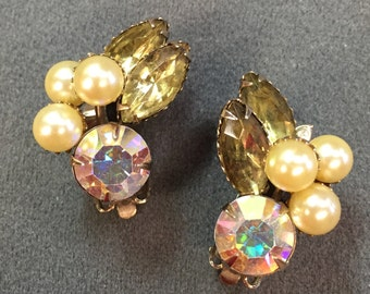 Pretty Vintage Rhinestone and Faux Pearl Clip Earrings-Free shipping