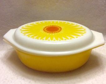 Vintage Pyrex sunflower pattern large casserole dish 2 1/2 quart.