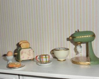 Dollhouse toaster blender + cup + Esc 1:12