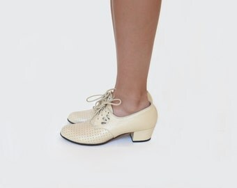 Perforated Lace Up Oxford { 7 }  Vintage 1940s Shoes >> 40s Cut Out Heel