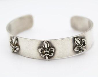 Vintage Artisan Fleur De Lis Cuff Bracelet in Sterling Silver. [9666]