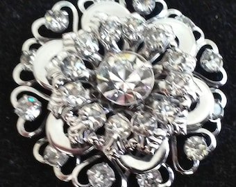 A Beautiful Vintage Silver Tone Clear Rhinestone Dome Shaped Brooch/Pin