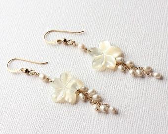 Pearl Plumeria Earrings, Pearl Frangipani Earrings, Hawaiian Plumeria Earrings, Hawaiian Wedding Earrings, Plumeria Shell Earrings