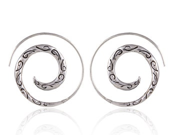Silver spiral earrings- Tribal jewelry- Carved earrings- Engraves earrings- Spiral jewelry.