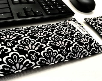 Keyboard Pad Mouse Pad - Ergonomic Wrist Rest Heat Pack - Support Wrist while Typing - computer accessory - Black and white Desk Accessory