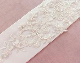 wedding belt, bridal belt, pearl belt, wedding sash belt, beaded wedding sash belt, bridal sash belt, white sash belt