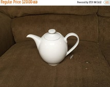 26% Through Feb 29 Crate and Barrel Porcelain Ceramic Teapot 5 Cup White EXCELLENT CONDITION