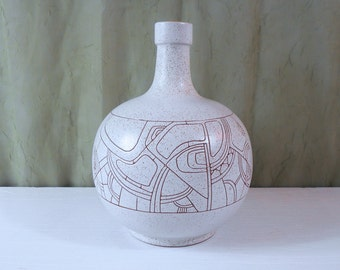 Lapid Israel Round Pottery Vase with Abstract Sgraffito Design