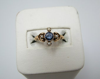 Lovely Vintage Sapphire and Pearl Ring in 9K Yellow Gold
