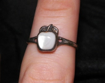 Mother of pearl apple ring