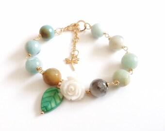 Boho Chic Bracelet, Beaded stone spring Bracelet, Boho Jewelry, Floral Romantic Jewelry, Romantic Vintage Style Bracelet, Flower charm