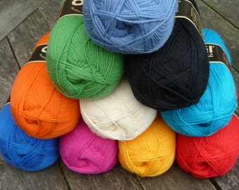 Opal Uni sock yarn, fingering weight, 4ply solid colour wool, 100g ball