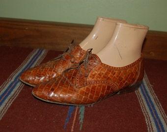 Women Size 7 1/2 Vintage Woven Brown Oxford Shoes
