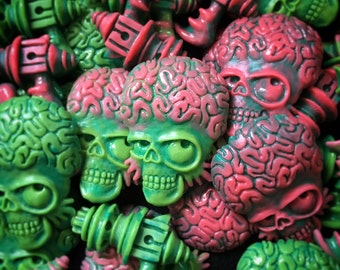 Mars Attacks inspired brooch and sweater clips, Hand-made alien head and ray-gun brooches. Pinup, retro, vintage, rockabilly, horror, sci-fi