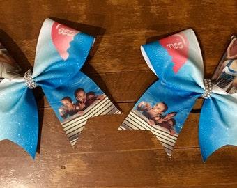 Best friends photo cheer bow