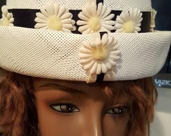 Beautiful Union Made 1960 Daisy Bucket Hat O/S