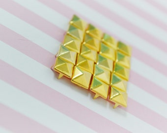 8mm Golden Pyramid Rivet Stud - 20 piece set