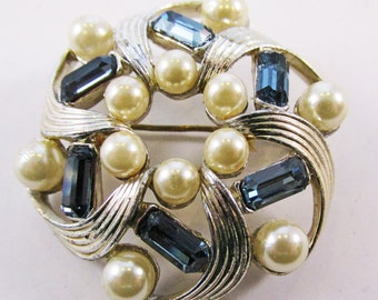 Vintage - Collectible - Rhinestone and Pearl Pin - Jewelry - Gold - Rhinestones - Pearls - Sparkling - Elegant - Unique - Pin - Brooch