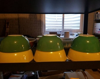 Pyrex Primary colors besting bowls starter set yellow and green