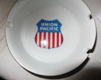 """UNION PACIFIC Railroad 4 1/2"""" porcelain ashtray, Railroadiana, Train Memorabilia, VTG Tobacciana"""