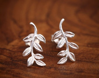 Sterling Silver Leafy Vine Studs Earrings, Delicate Details, Presents for Mothers Aunts Grandmothers, Perfect for Everyday Wears
