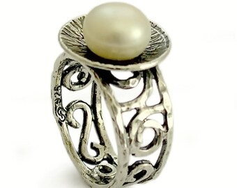 Large Pearl Ring, Sterling silver filigree ring, Vintage Flower ring, Bridal ring, Oxidized silver ring, pearl and silver, silver ornaments