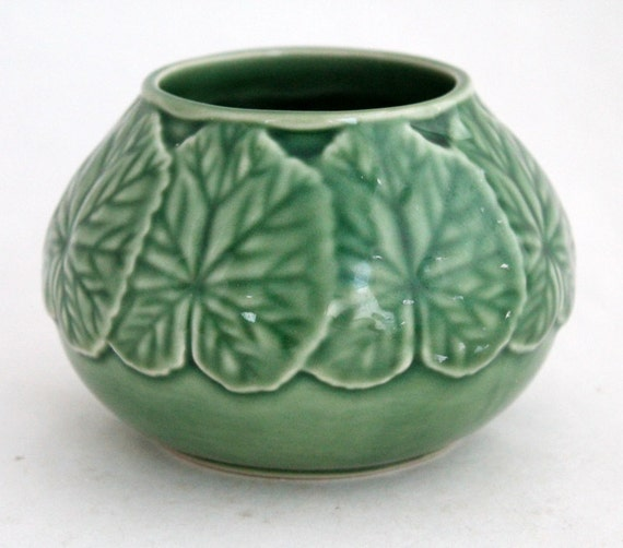 Sugar bowl in geranium by bordallo pinheiro made in portugal - Bordallo pinheiro portugal ...